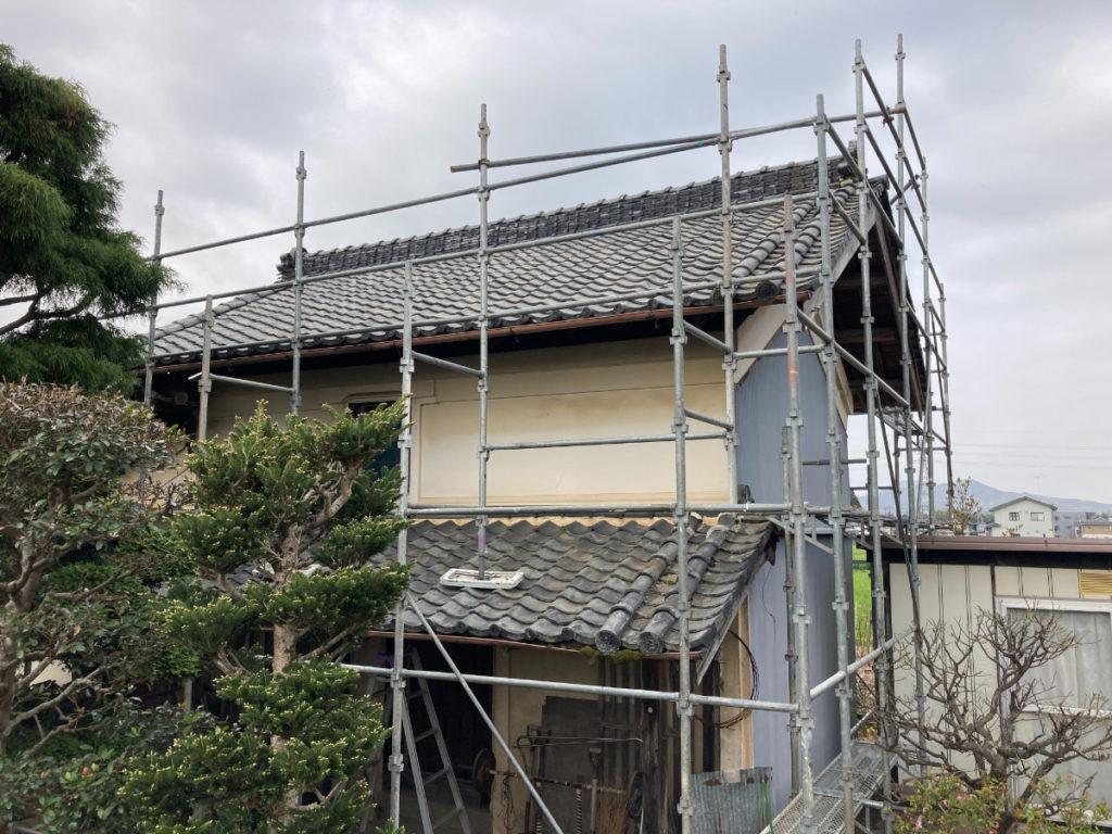 所々、補修(メンテナンス)をされてきましたが、今回は屋根全面の葺き替えです。