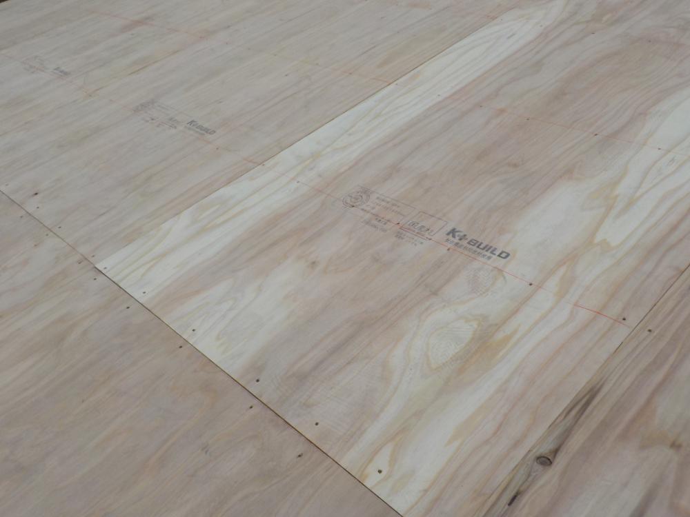 下地の補強になります。合板材を全体に張りました。